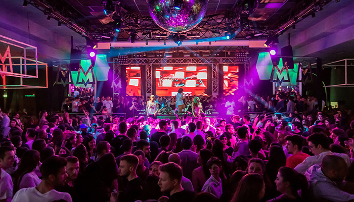 Navetta per discoteca – conviene usarla?